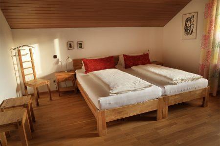 schlafzimmer-doppelbett-rist